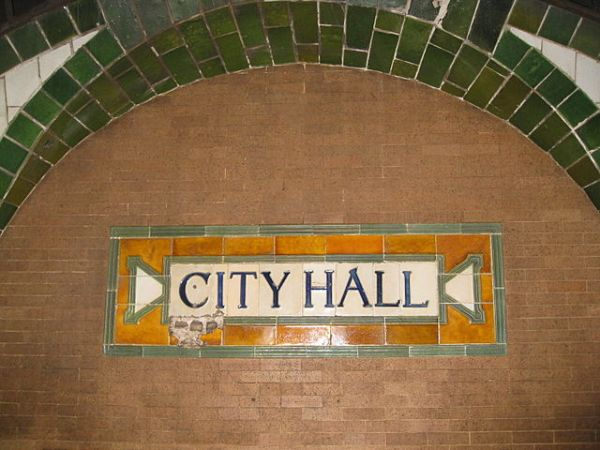 The name of the station in moulded tiles, on the platform side walls. Photo by Salim Virji (http://www.flickr.com/photos/salim/3109146936) [CC BY-SA 2.0], via Wikimedia Commons