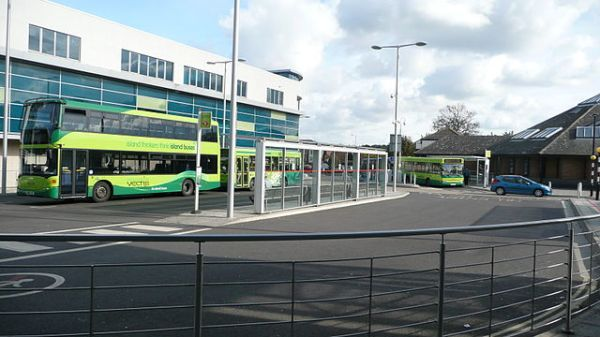 Newport bus station, Isle of Wight. Photo by By Arriva436 (Own work) [CC BY-SA 3.0 or GFDL], via Wikimedia Commons