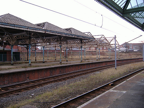 Tynemouth station canopies in 2007, which gives a good idea of the scale of the job which has been undertaken to restore them to the condition seen in the other photos. Photo by Paul Dennis [CC BY 2.0] via this flickr page