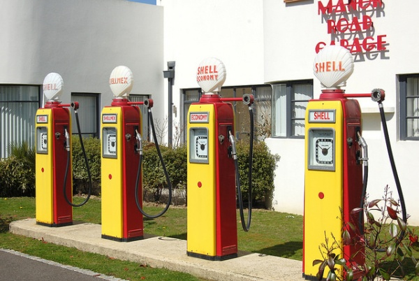 Restored Shell petrol pumps at Manor Road Garage, East Preston. Photo by Daniel Wright [CC BY-NC-ND 2.0] via this flickr page