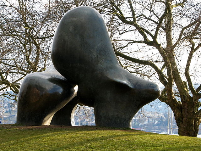 Sheep Piece by Henry Moore at Riesbach harbour. Photo by Roland zh, upload on 12. März 2009 (Own work) [CC BY-SA 3.0], via Wikimedia Commons