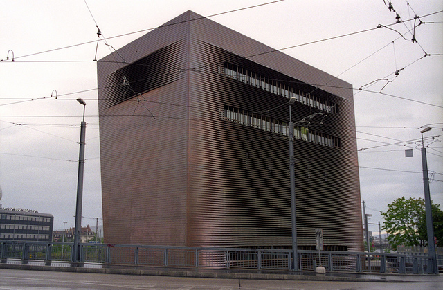 Central Signal Box, Basel. Photo by Marc Teer [CC BY 2.0] via this flickr page