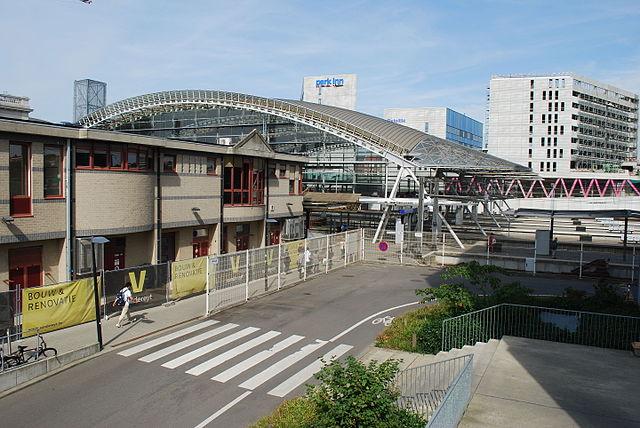 Leuven station. By Jean Housen (Own work) [CC BY-SA 4.0], via Wikimedia Commons