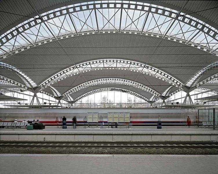 Leuven station. By Samynandpartners (Own work) [CC BY-SA 4.0], via Wikimedia Commons
