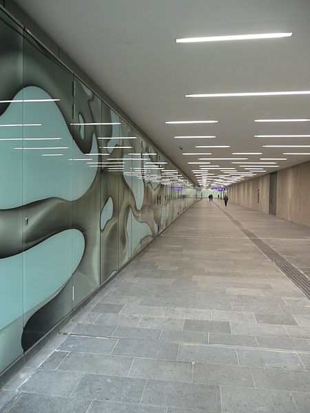 Peter Kogler artwork in northern pedestrian tunnel, Graz Hauptbahnhof. By Andreas Garger (Own work) [CC BY-SA 3.0], via Wikimedia Commons