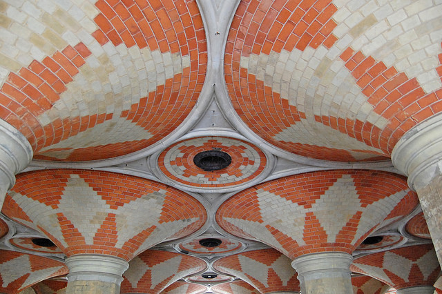 Ovolo stone mouldings and patterned brickwork at Crystal Palace Subway. Photo by Daniel Wright [CC BY-NC-ND 2.0] via this flickr album