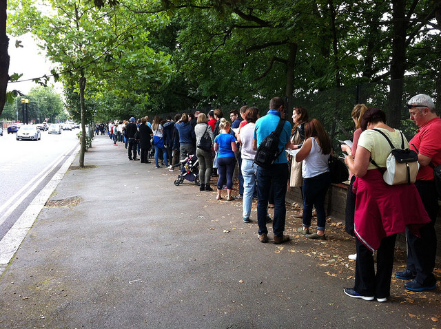 The queue for Crystal Palace Subway, 18 September 2016. Photo by Daniel Wright [CC BY-NC-ND 2.0] via this flickr album