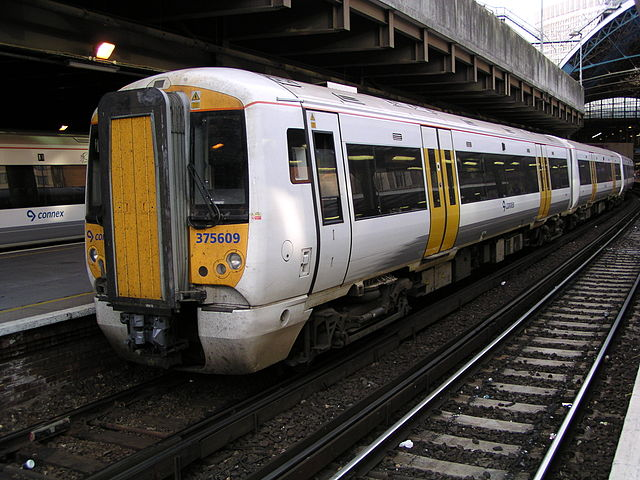 A Connex train in its distinctly underwhelming colour scheme of mostly white, with a grey stripe and yellow doors. You'll notice from the cowling under the front end that the process of dirtying down to all-over grey has already started. Don't paint it white if you can't keep it clean... Photo By Phil Scott (Our Phellap) (Own work) [GFDL or CC-BY-SA-3.0], via Wikimedia Commons