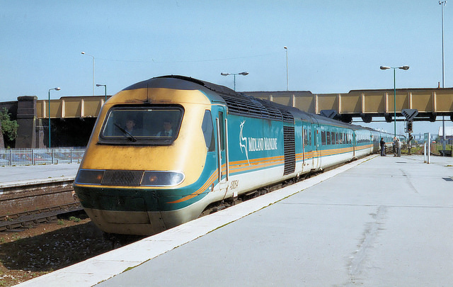 Midland Mainline HST at Leicester in 1999. Photo by Roger Marks [CC BY 2.0] via this flickr page