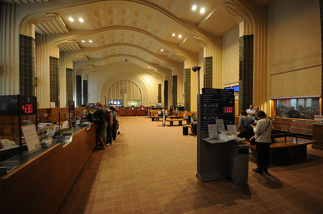Enquiries / ticket hall. Photo by Ralf Roletschek (talk) - Fahrradtechnik auf fahrradmonteur.de (Own work) [FAL or GFDL 1.2], via Wikimedia Commons