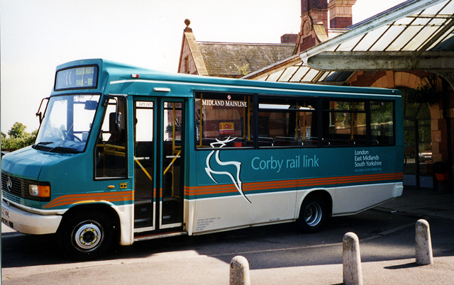 The Corby Rail Link bus. in 2004. Photo by Gordon Cragg [CC BY-SA 2.0], via Wikimedia Commons