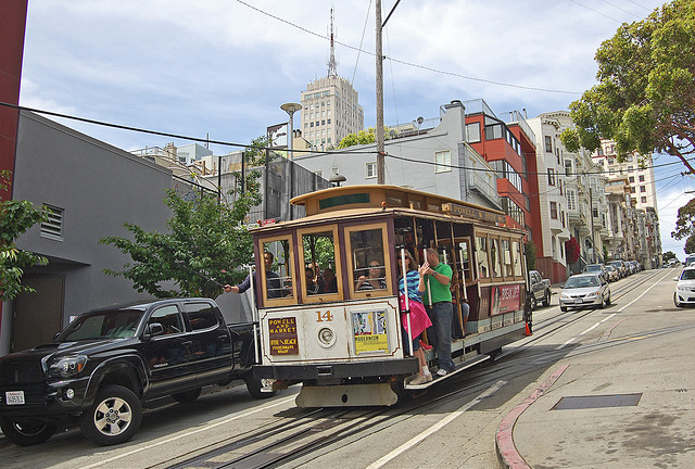 San Francisco cable car 14 giving tourists one of the world's genuinely remarkable public transport experiences. Photo by Daniel Wright [CC BY-NC-ND 2.0] via this flickr page.