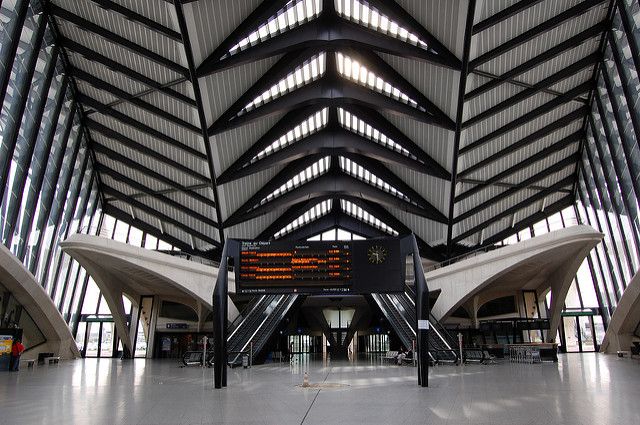 Gare de Lyon Saint-Exupery. Photo by Edwin Lee [CC BY 2.0] via this flickr page