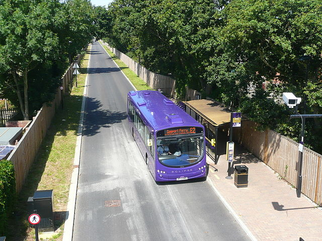 An Eclipse bus on the Gosport-Fareham busway, built along a disused railway originally planned for the use of South Hampshire Rapid Transit. Photo by Spsmiler (Own work) [CC0], via Wikimedia Commons