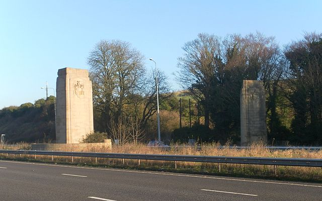 The Patcham Pylons. Photo by The Voice of Hassocks (Own work) [Public domain], via Wikimedia Commons