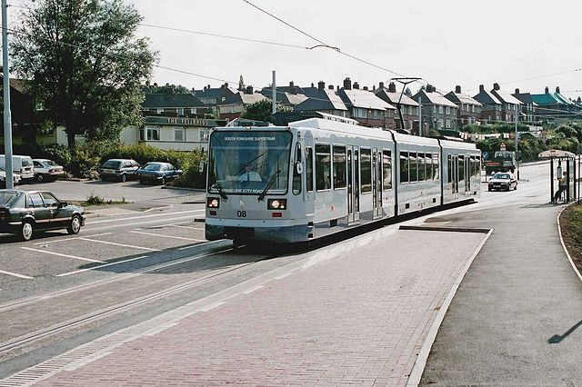 A Sheffield Supertram in 1994. Photo by P L Chadwick [CC BY-SA 2.0 (http://creativecommons.org/licenses/by-sa/2.0)], via Wikimedia Commons