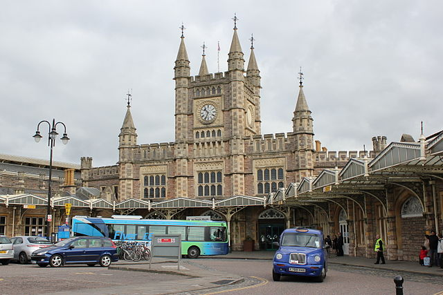 Bristol Temple Meads station. Photo by Julian Nitzsche (Own work (own photograph)) [CC BY-SA 3.0], via Wikimedia Commons