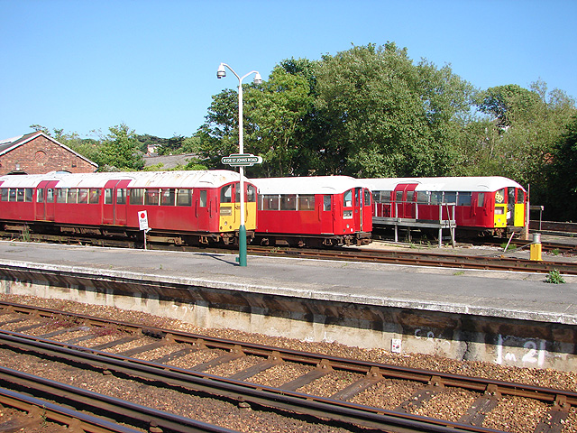 Ryde St John's Road station on the Isle of Wight's Island Line in 2008. Trains are (more or less) in vintage London Transport colours, and the station has 1950s-style totem signage. Photo by OLU [CC BY-SA 2.0], via Wikimedia Commons