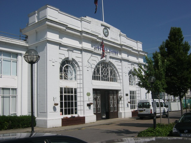 Croydon Airport Terminal. The clock, decorative window bars and rusticated finish are well seen in this view. Photo by YoavR (Own work) [CC BY-SA 4.0], via Wikimedia Commons