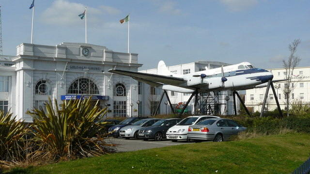 Croydon Airport Terminal. © Copyright Peter Trimming and licensed for reuse under this Creative Commons Licence, via this geograph page