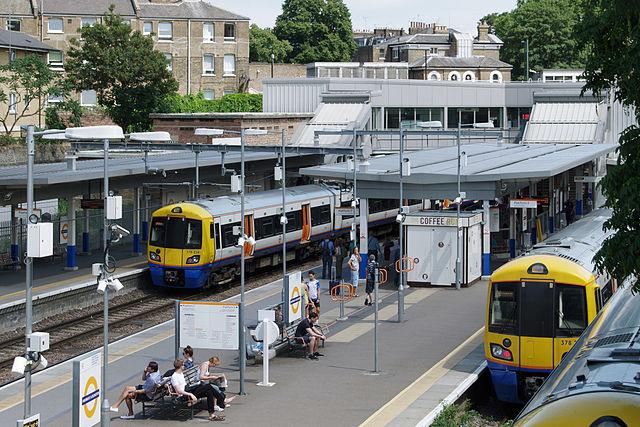 Highbury_and_Islington_station_MMB_29_378224_378202