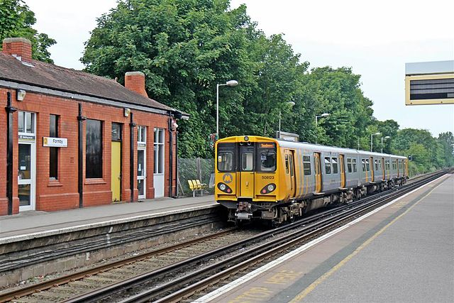 To_Southport,_Formby_Railway_Station_(geograph_2993716)