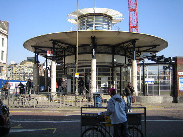 Woolwich_Arsenal_railway_station_-_geograph.org.uk_-_382124